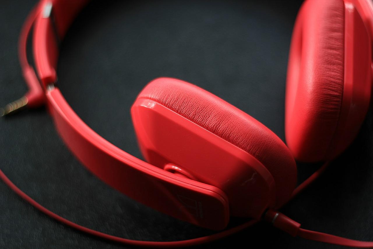 headphones-592196_1280.jpg